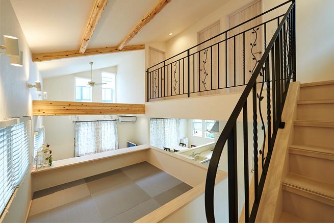 階段を昇りながら見える空間